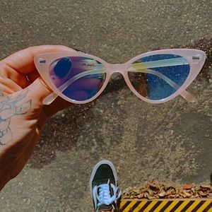 FREE PEOPLE pink cat eye sunnies 🌸